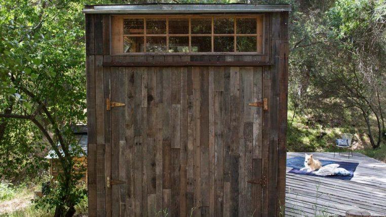 Крошечная меча - Дом в Каньоне Топанга